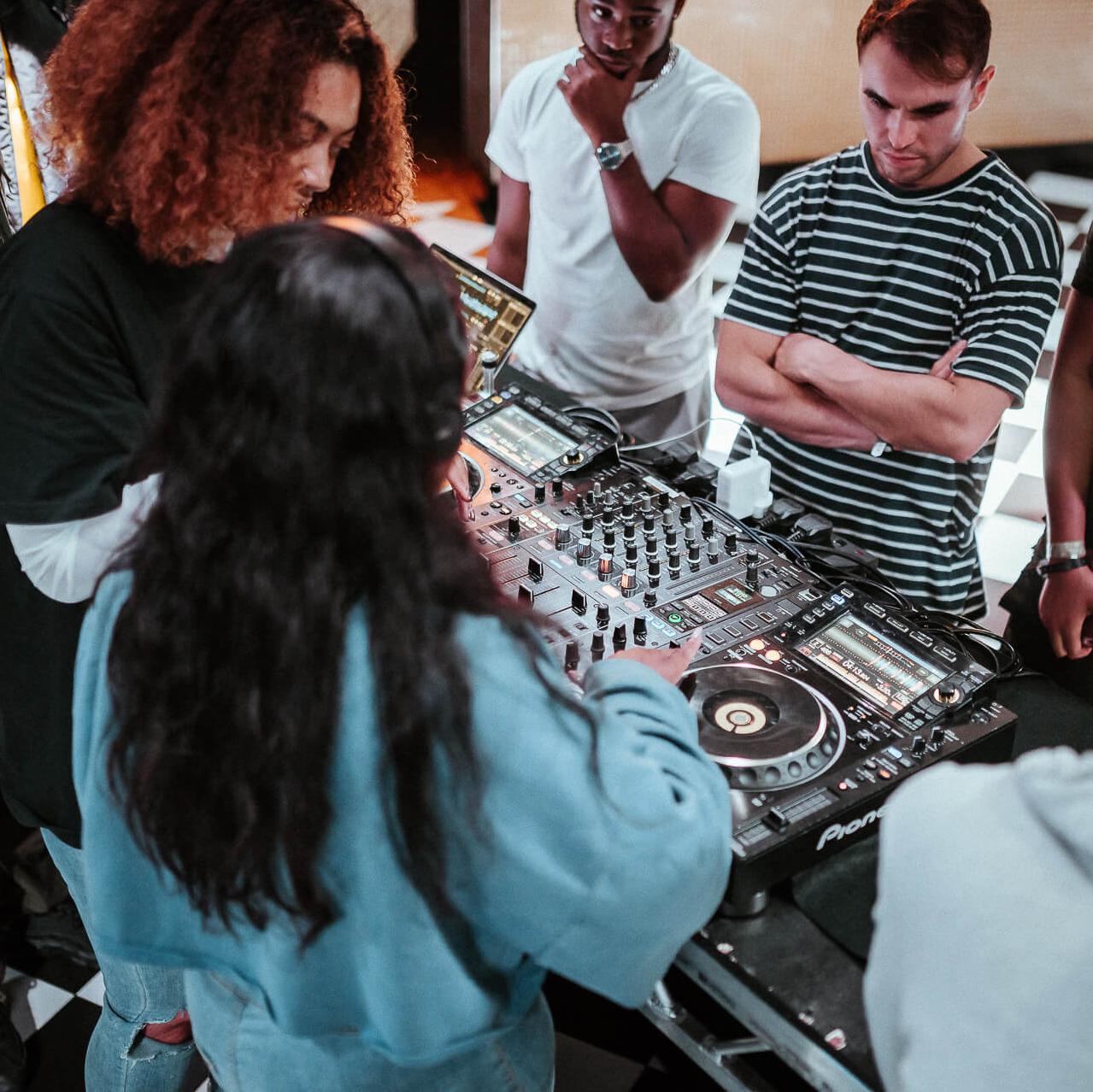 4x2hr Evening DJ Class £65 (Beginner)